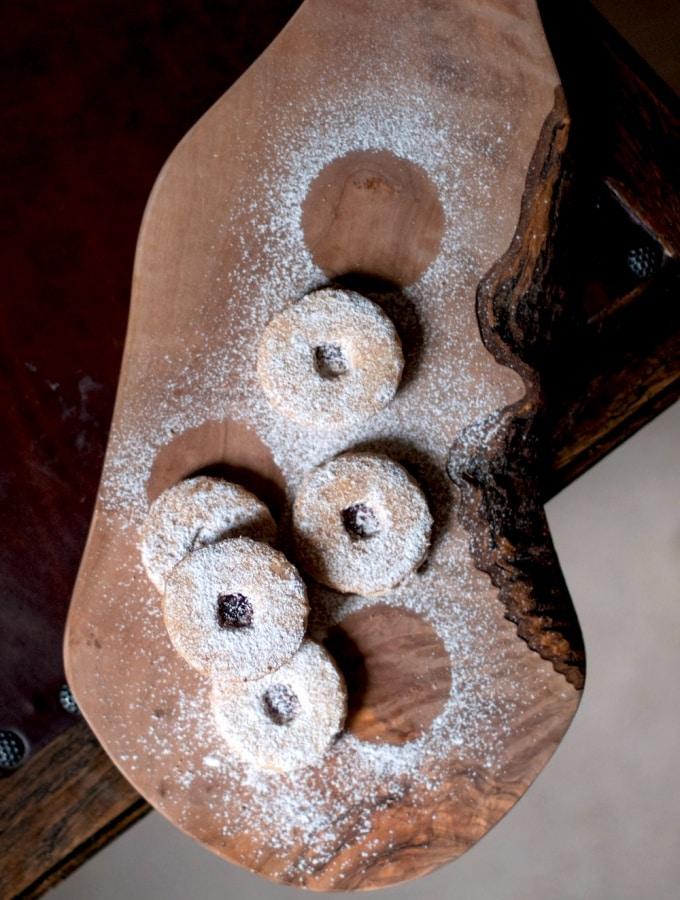Spitzbuben (aka Hildabrötchen) – Mit Marmelade gefüllte Mürbeteig-Plätzchen