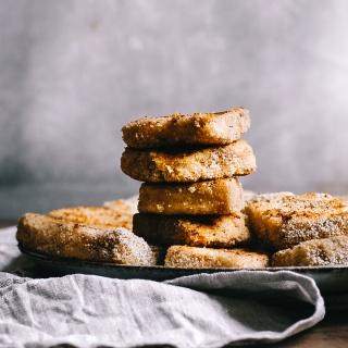 Vegane Grießschnitten mit Zimt-Zucker und beschwipster Bratapfelpfanne