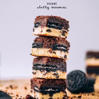Vegane Slutty Brownies – Oreos zwischen schokoladigem Brownie und saftigem Keksteig