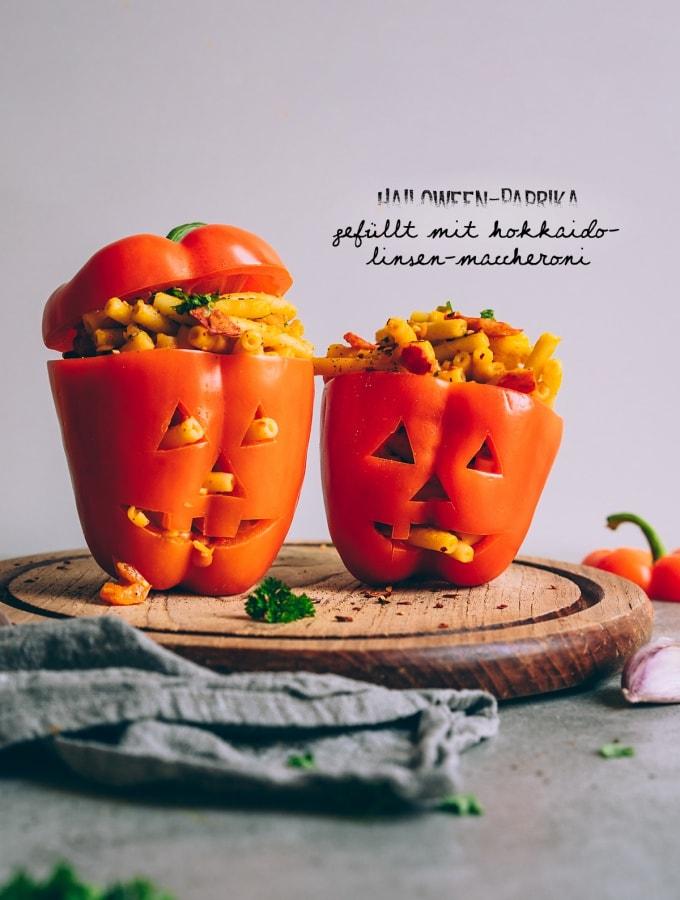 Halloween-Paprika gefüllt mit Hokkaido-Linsen-Maccheroni
