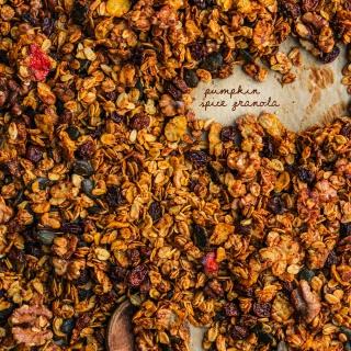 Pumpkin Spice Granola – herbstliches Knuspermüsli ganz einfach selbst gemacht